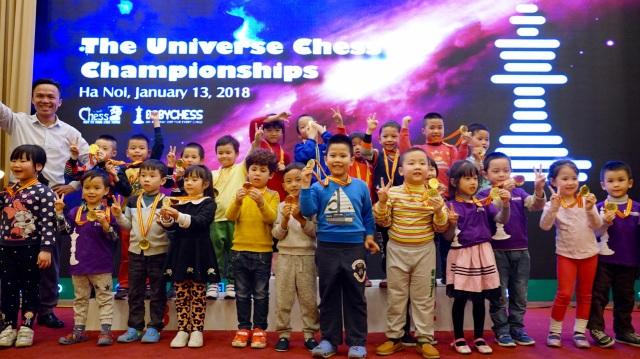 Các kỳ thủ 5 tuổi đoạt giải