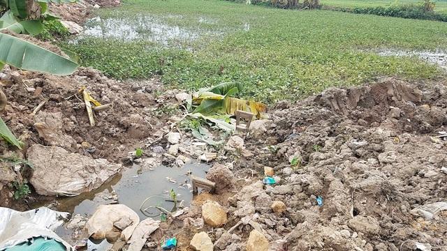Theo ông Nguyễn Ngọc Đức, Phó chủ tịch xã Lại Yên, trước khi khảo sát lên kế hoạch để thực hiện dự án thì UBND xã cũng đã biết một phần đường cống tiêu nước sẽ đi qua phần diện tích bảo vệ 2 của lăng. Hiện dự án đang dừng thi công ở vị trí đường ống đi qua phần diện tích đất bảo vệ hai của lăng để đợi phương án mới của chủ đầu tư , ông Đức cho biết.