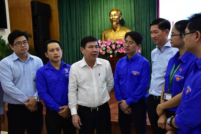 Lãnh đạo UBND TPHCM trao đổi cùng cán bộ, công chức trẻ thành phố