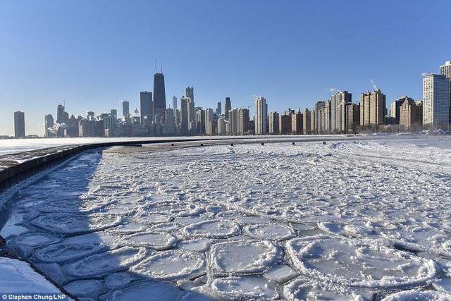 Hồ băng xuất hiện ở Chicago do thời tiết giá hieneh. (Ảnh: Instagram)