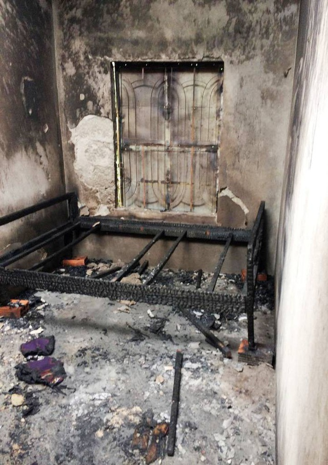 Chiếc giường ngủ, tài sản đáng giá của nhà anh Hùng chị Hạnh bị lửa thiêu rụi