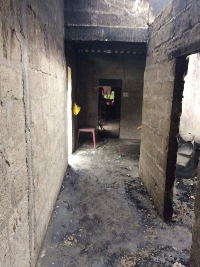 Lửa thiêu rụi căn nhà tồi tàn, 2 vợ chồng nghèo bị bỏng và trắng tay - 2