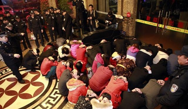 Cảnh sát Trung Quốc triệt phá đường dây mại dâm tại thành phố Đông Quản, tỉnh Quảng Đông (Ảnh minh họa: AP)