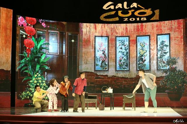 Mạnh Dũng tham gia tiểu phẩm Đặt tên cho con trong Gala Cười 2018.