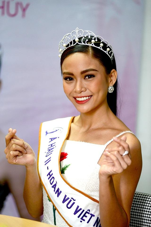 Là một trong những gương mặt sáng giá nhất của cuộc thi, người mẫu Mâu Thủy đã nhận được danh hiệu Á hậu 2 trong cuộc thi Hoa hậu Hoàn vũ Việt Nam 2017