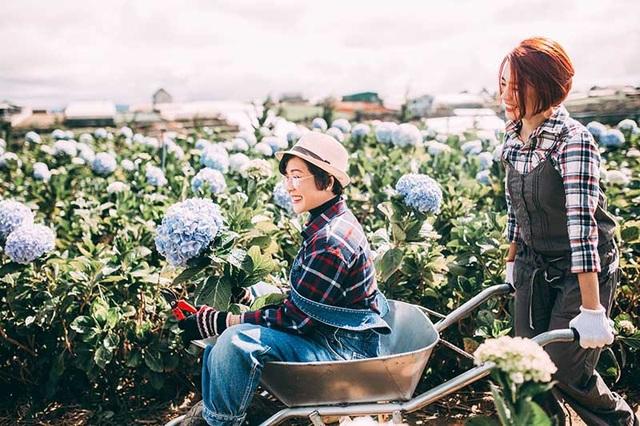 Hai mẹ con Thanh Trúc đến từ Bến Tre, trong chuyến du lịch Đà Lạt cô gái đã âm thầm chuẩn bị để có thể ghi lại những khoảnh khắc chân thực với mẹ.
