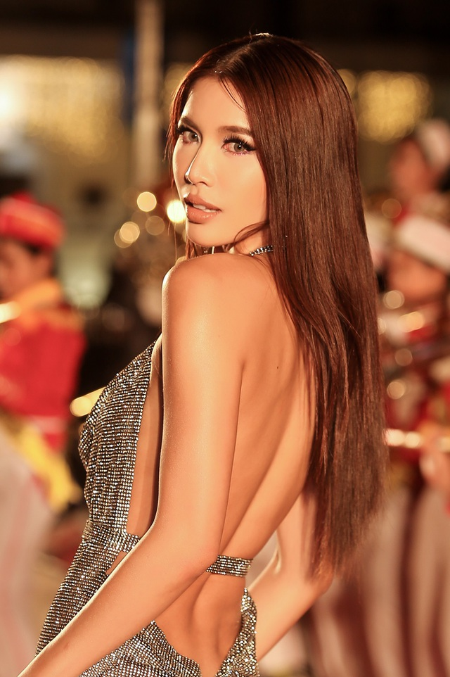 Xuất thân từ cuộc thi Siêu mẫu Việt Nam, trải qua nhiều năm hoạt động trong nghề mẫu, Minh Tú đã trở thành gương mặt ấn tượng mỗi lần xuất hiện trên sàn diễn.