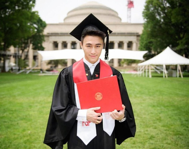 Mario Ho nhận bằng tốt nghiệp thạc sĩ tài chính tại Học viện MIT.