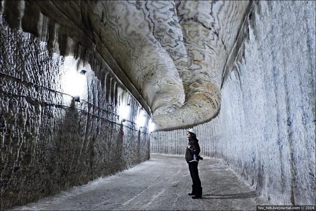 Cận cảnh mỏ muối 250 triệu năm dưới đáy biển đẹp lung linh - 1