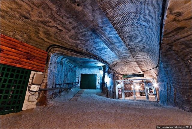 Cận cảnh mỏ muối 250 triệu năm dưới đáy biển đẹp lung linh - 6