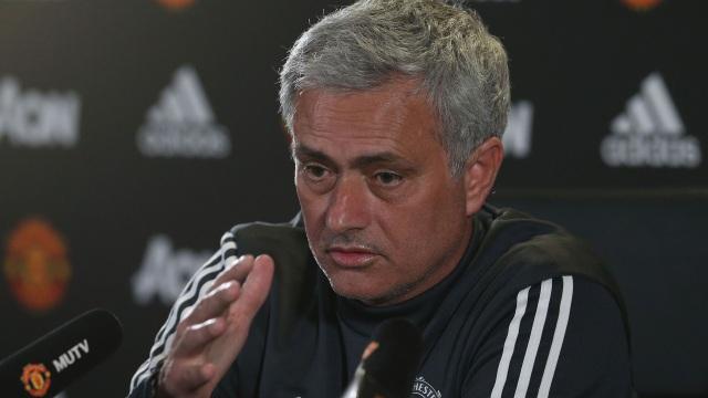 HLV Mourinho thừa nhân có thể chiêu mộ Alexis Sanchez