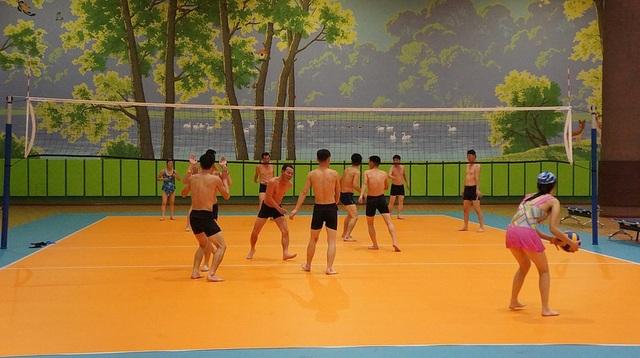 Sân tập bóng chuyền trong nhà