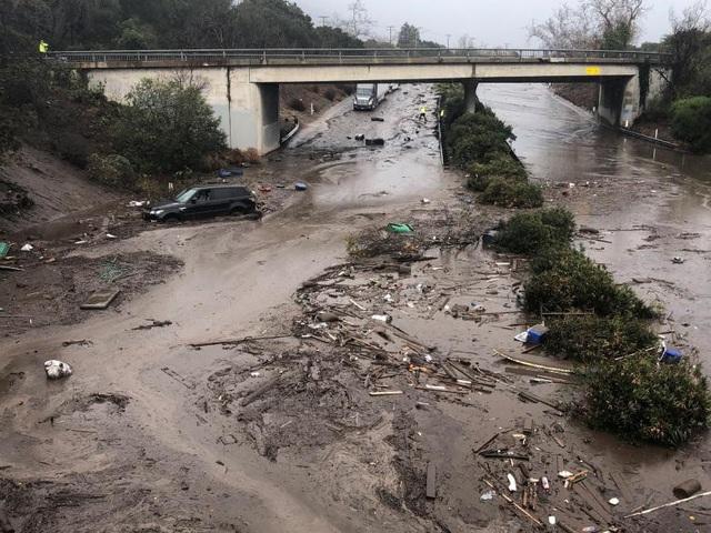 Trận lũ bùn cũng gây ra hiện tượng rò rỉ khí gas. Nhiều hộ gia đình không có điện, nước và gas để sinh hoạt.