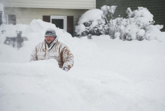 Tuyết rơi dày gây trở ngại cho cuộc sống của người dân ở đông bắc nước Mỹ. (Ảnh: AFP)