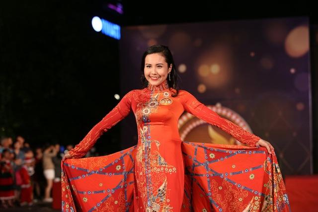 Thí sinh Nguyễn Thị Thanh Nga (ĐH Kinh tế - Luật, ĐHQG HCM) giành danh hiệu Hoa khôi