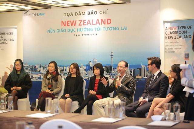 Các diễn giả chia sẻ trải nghiệm du học New Zealand.