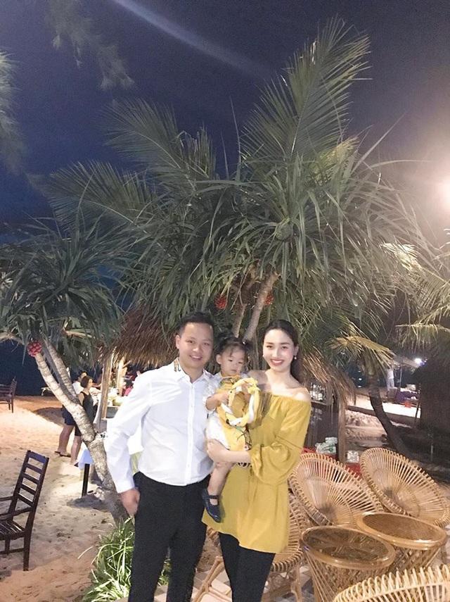 """Trong năm mới, người đẹp Ngô Trà My đón năm mới ngoài """"đảo xa"""" cùng gia đình và gửi lời chúc năm mới đến mọi người."""