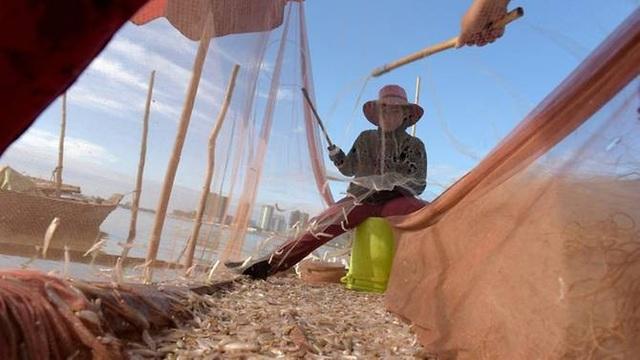 Một ngư dân Campuchia (Ảnh: AFP)