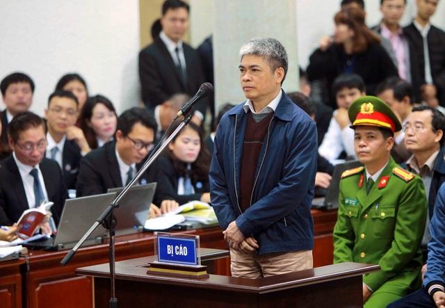 Bị cáo Nguyễn Xuân Sơn, nguyên Phó Tổng Giám đốc PVN trả lời Hội đồng xét xử tại phần kiểm tra căn cước. Ảnh: TTXVN