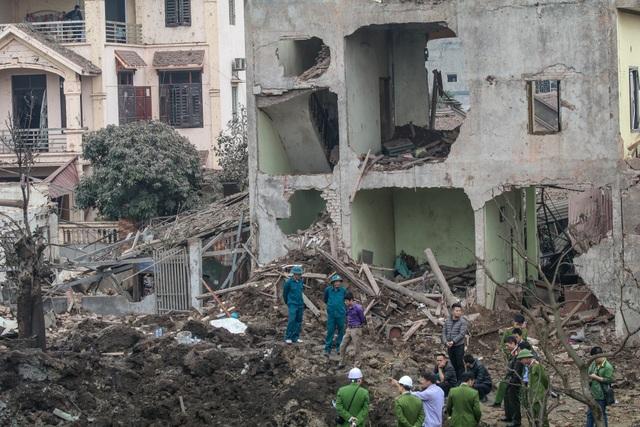 Vụ nổ khiến nhiều ngôi nhà xung quanh bị phá hủy và hư hại hoàn toàn. Ảnh: Minh Sơn-TTXVN