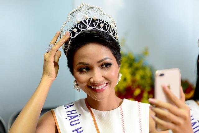 Top 3 người đẹp Hoàn vũ Việt Nam bật mí nhiều điều thú vị cùng độc giả Dân trí - 13
