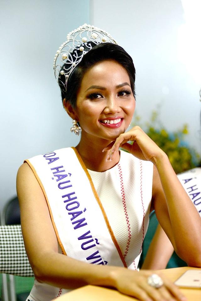 Top 3 người đẹp Hoàn vũ Việt Nam bật mí nhiều điều thú vị cùng độc giả Dân trí - 4