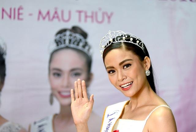 Top 3 người đẹp Hoàn vũ Việt Nam bật mí nhiều điều thú vị cùng độc giả Dân trí - 7