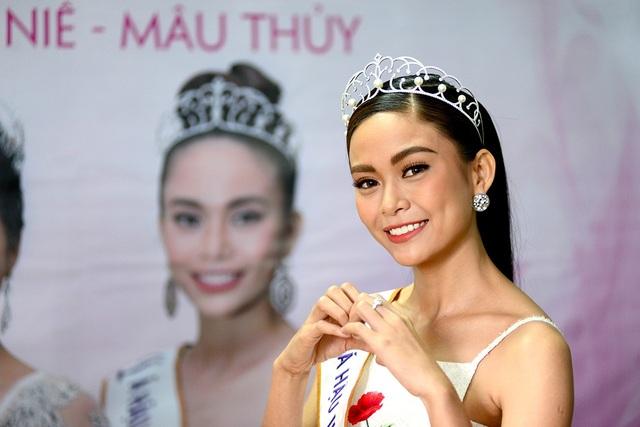 Top 3 người đẹp Hoàn vũ Việt Nam bật mí nhiều điều thú vị cùng độc giả Dân trí - 6
