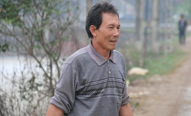 Ông Trần Văn Thành, người dân sống cạnh trạm bơm cho biết tình trạng bọt sủi trắng, ô nhiễm diễn ra gần 10 năm nay