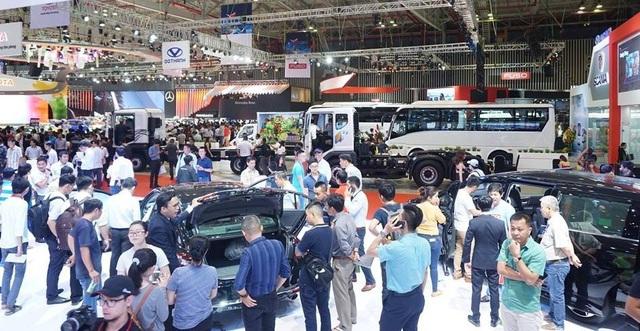 """Doanh số sụt giảm, doanh nghiệp nói vì người dân chờ """"viễn cảnh"""" mua ô tô rẻ - 1"""