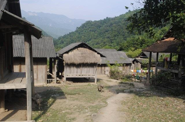 Bản Na , xã Na Mương - huyện Thăm Thao, tỉnh Noọng Hét (Lào). Ảnh:T.DŨNG