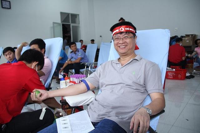 Ông Trương Quang Hoài Nam - Phó chủ tịch UBND TP Cần Thơ có mặt rất sớm để hiến máu