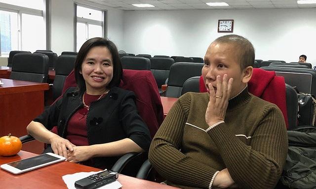 TS Hà Phương Thư và chị Trần Thị Cẩm Bào trong một buổi gặp gỡ
