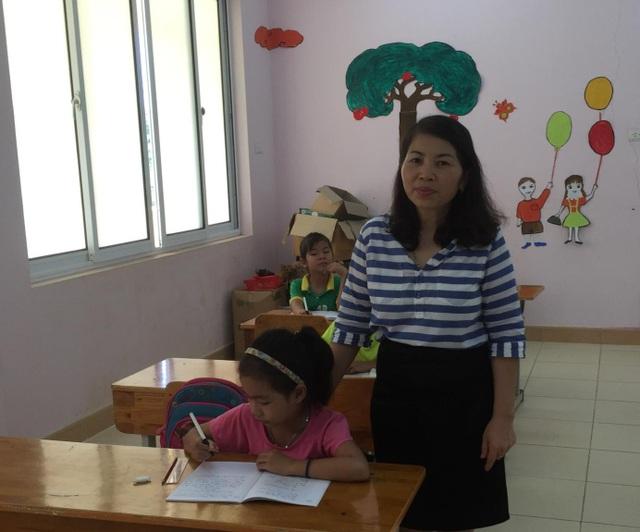 Cô giáo Đinh Thị Thủy và học trò