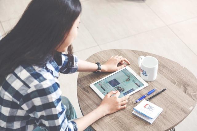 Các tiến bộ công nghệ giúp việc học tiếng Anh dễ dàng, hiệu quả hơn với người bận rộn.