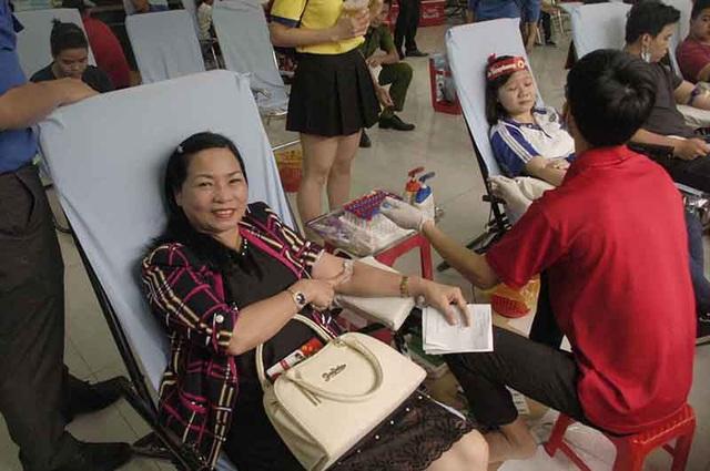 Bà Lê Kim Bảy cho biết đây là lần thứ 24 bà đi hiến máu.