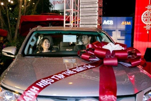 Hàng năm cứ mỗi khi Tết đến Xuân về, Tập đoàn C.T Group lại tặng xe ô tô, phiếu tích lũy an sinh và nhiều phần thưởng giá trị cho cán bộ nhân viên.