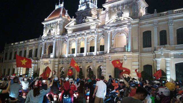 Đêm trắng sau chiến thắng lịch sử của U23 Việt Nam - 10