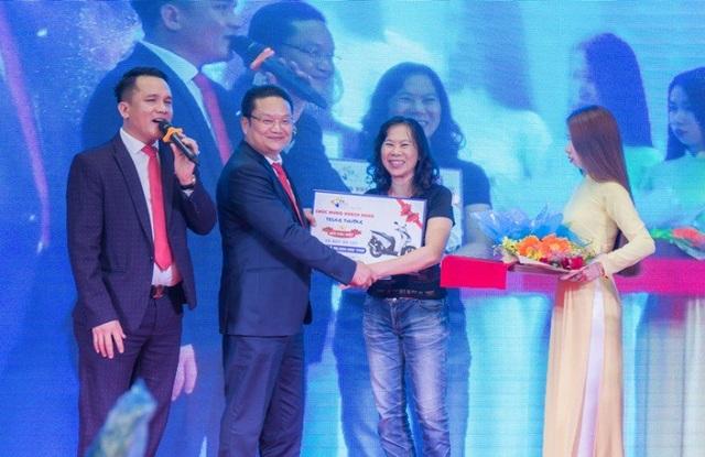 Bất ngờ khách hàng trúng thưởng Honda SH khi mua P.H Complex Nha Trang - 1