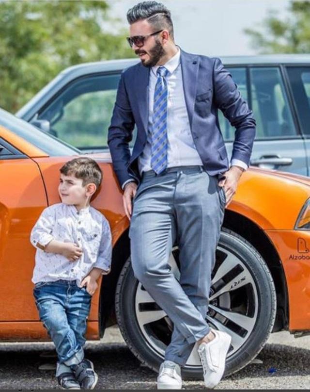Những đứa trẻ được làm quen với siêu xe, hàng hiệu từ khi bé tí.