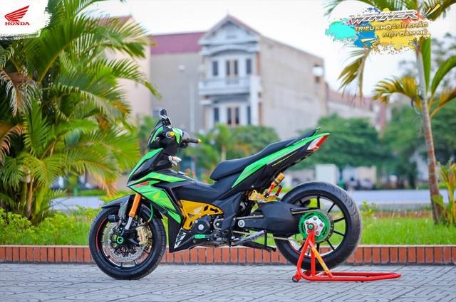 Bản độ theo phong cách MotoGP của biker Văn Tấn (CLB Winner Kinh Bắc) đã xuất sắc đạt giải xe độ. Đam mê với mẫu xe phân khối lớn chính là nguồn động lực để biker này tự tay thực hiện bản độ hơn 200 triệu với nhiều chi tiết tỉ mỉ.