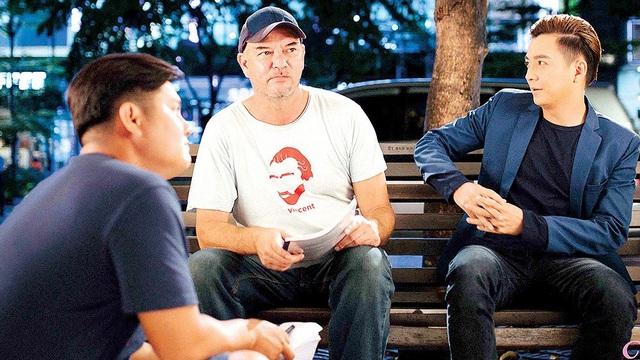 Stephane Gauger chỉ đạo diễn xuất cho Ngô Kiến Huy trong Yêu đi đừng sợ