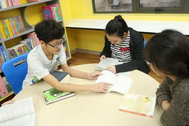 Tại TH School, học sinh được khuyến khích tự nghiên cứu, tìm kiếm thông tin và làm việc nhóm để kích thích sự chủ động của học sinh.