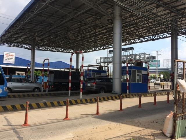 Nhân viên xả trạm và giao thông trở lại bình thường thì tiếp tục thu phí