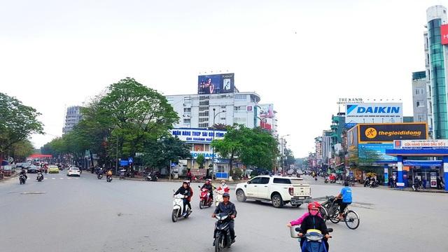 Ngã 5 Trung tâm TP Huế ít người và xe trong sáng đầu năm mới 2018