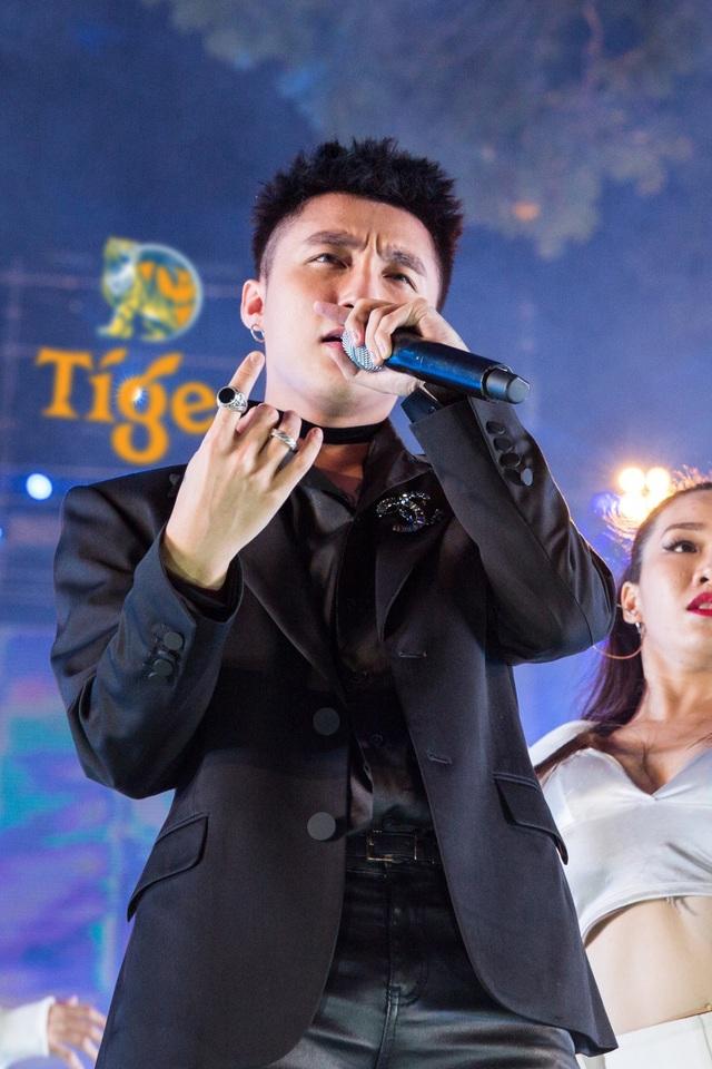 150.000 khán giả Sài Thành cuồng nhiệt với  dàn sao chào đón năm mới - 4