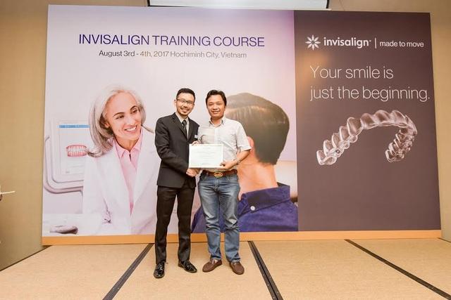 Bs Nguyễn Tuấn Dương là một trong số ít bác sĩ chính, trực thuộc của hãng Invisalign (Mỹ) nhận được tài khoản account và chứng nhận được set up trực tiếp kế hoạch chỉnh nha không mắc cài trên phần mềm chỉnh nha của hãng