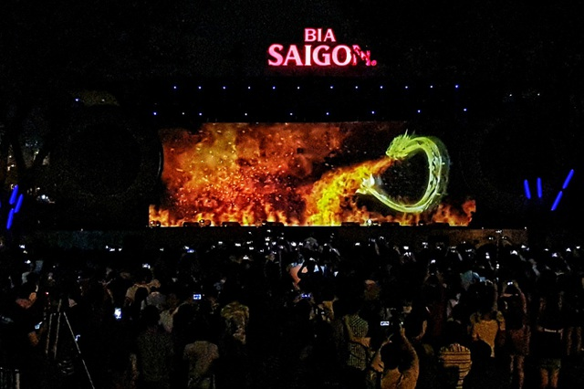 Số lượng người đến tham dự ở Hồ Bán Nguyệt ước tính đã hơn 10,000 người