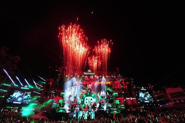 Khoảnh khắc đón chào những giây phút đầu tiên của năm mới như một nốt thăng hoàn hảo cho bữa tiệc thịnh soạn của cảm xúc, âm nhạc và ánh sáng tại Heineken Countdown Party 2018.
