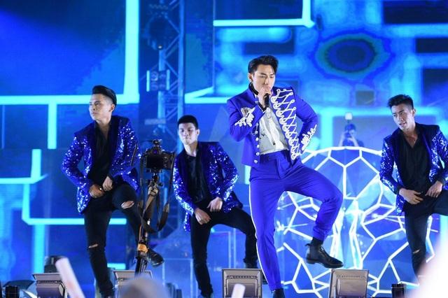 150.000 khán giả Sài Thành cuồng nhiệt với  dàn sao chào đón năm mới - 6